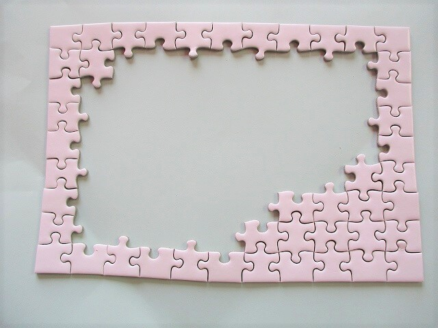 ホワイトパズルの外枠から少しずつ作ったところ