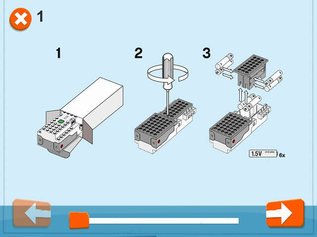 レゴブーストのムーブハブに電池を入れる画像